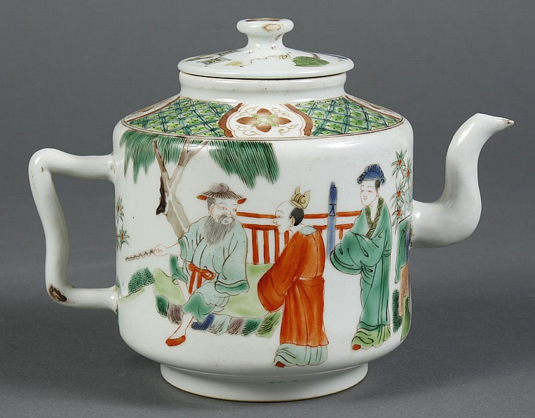 CHINESE PORCELAIN FAMILLE VERTE TEA POT - A group of men wait to confer with a bearded elder or sage. Seal mark to base. Condition g...
