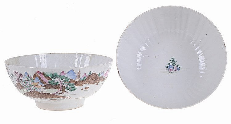 Pair of Chinese porcelain bowls.