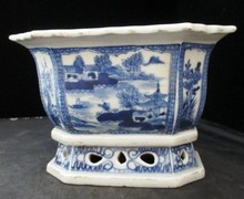 CHINESE PORCELAIN BLUE & WHITE FLOWER POT