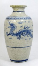 ANTIQUE CHINESE BLUE & WHITE PORCELAIN DRAGON VASE