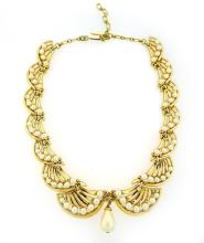 VINTAGE TRIFARI GOLD TONE & PEARL COSTUME NECKLACE