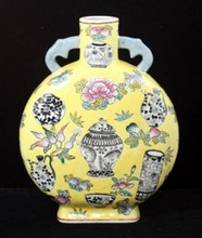 EARLY 20th C CHINESE YELLOW GROUND MOON FLASK VASE