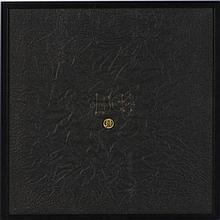 James Lee BYARS (1932-1997) Luck, 1975 Feutre doré et collage d'une pièce de 25 cents sur papier froissé noir Signé et titré au cent..