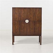 Kurt OlsenBarPalissandre et laitonÉdition A. Andersen & BohmRéalisé en deux exemplairesDate de création : 1965H 115 × L 90,5 × P 42 cm