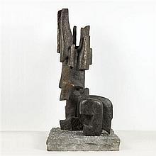 Alicia Penalba (1913-1982) Grande annonciatrice Sculpture en bronze patiné et socle en pierre Signée :