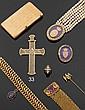 Croix pendentif en or jaune entièrement décoré en ajouré d'agrafes de feuillages. XIXe siècle