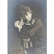Paul NADAR (Paris 1856-1939) Sarah Bernhardt, circa 1878 Aristotype d'époque