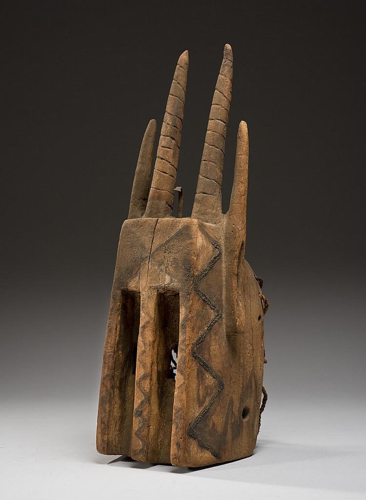 Dogon, Mali Ancien masque  Bois, fer, cordelette de fibres végétales