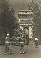 Jacques-Henri LARTIGUE (1894-1986) La libération de Paris, 1944 Épreuve gélatino-argentique d'époque. Cachet du photographe au dos. ...