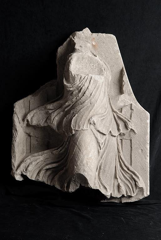 Bacchante en marbre blanc provenant d'une frise de