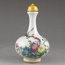 Hand-painted Chinese Famille Rose Porcelain Snuff Bottle w Flowers