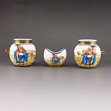 Chinese Famille Rose Porcelain Bird Food Jar