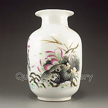 Hand-painted Chinese Su Color Porcelain Vase w Lotus Flower