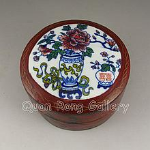 Chinese Lacquerware Jewelry Box w Beautiful Design