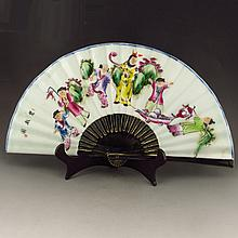 Beautiful Hand-painted Chinese Famille Rose Porcelain Fan Statue w Child Playing Games