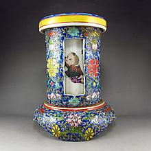 A Set Hand-painted Chinese Guang Color Porcelain Vase w Fortune Kid