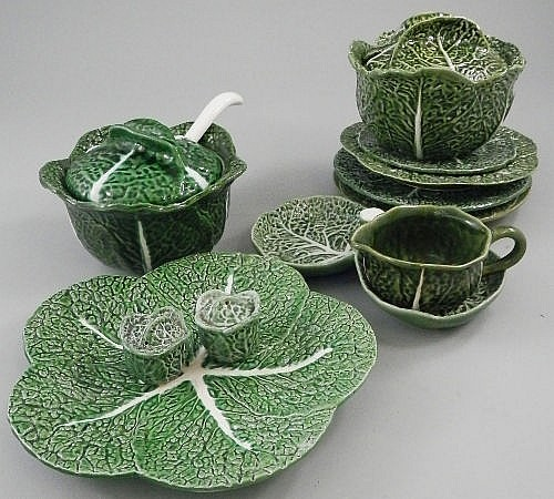 A collection of miscellaneous cabbage ware items,