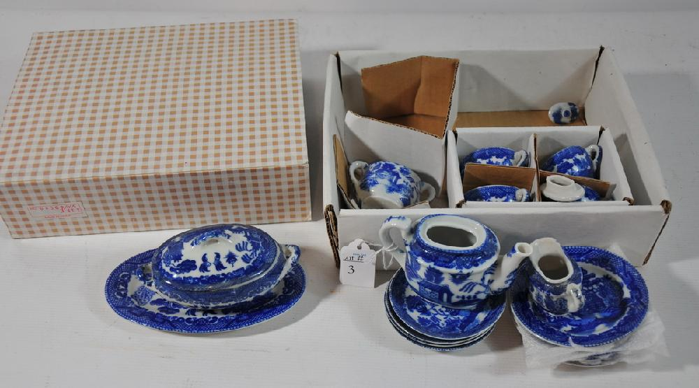Blue Willow doll's tea set