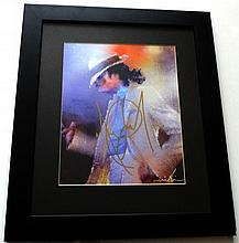MICHAEL JACKSON SIGNED SMOOTH CRIMINAL PHOTO.