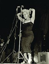 AN ORIGINAL UNSEEN MARILYN MONROE ON STAGE KOREA 1954 PHOTO
