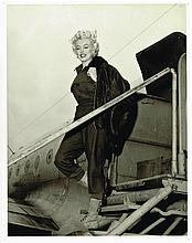 MARILYN MONROE STEPPING OFF PLANE KOREA ORIGINAL PHOTOGRAPH FROM  FEB 1954.
