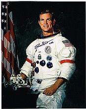 DAVE SCOTT SIGNED SPACE SUIT PHOTO