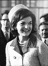 JACKIE KENNEDY SMILING ORIGINAL 1960'S PRESS PHOTOGRAPH.