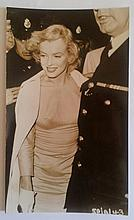 MARILYN MONROE PRINCE AND THE SHOWGIRL ORIGINAL 1957 CANDID PHOTO