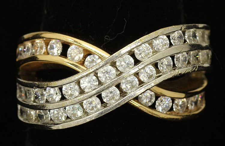 LADIES GOLD RING WITH DIAMONDS