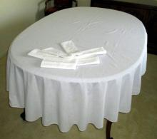 Oval Tablecloth & 6 Embroidered Napkins