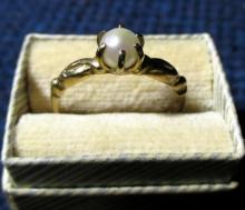 10K Gold Ring w/Pearl