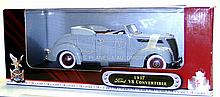 Signature 1:18 scale 1937 Ford V8 Convertible