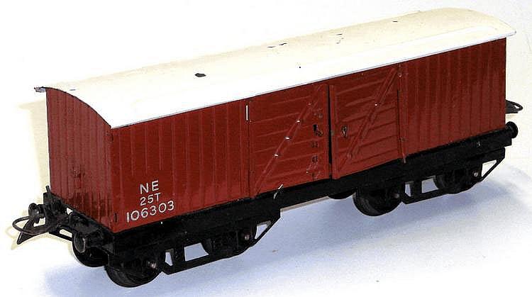 Hornby O-gauge LNER Bogie Luggage Van