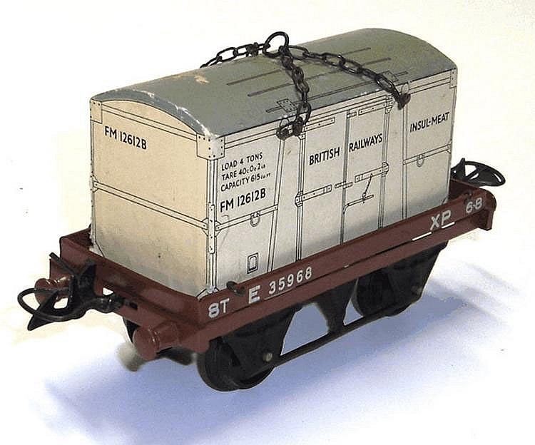 Hornby O-gauge BR No. 50 Flat Truck with Container