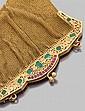 Grand sac du soir années 1900 en cotte de maille d'or jaune. Riche bordure double face finement ciselée et repercée de volutes et fe...