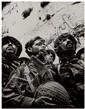 DAVID RUBINGER (né en 1924) Les parachutistes israeliens atteignent le mur des lamentations, 10 juin 1967 Épreuve argentique pos...
