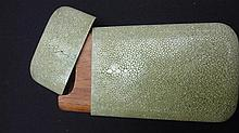 ETUI A CIGARES A cigar case in green shagreen.