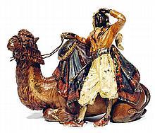 ƒÉCOLE AUTRICHIENNE BRONZE DE VIENNE (XIXe-XXe siècles) D'APRÈS FRANZ XAVIER BERGMANN (1861-1936) GUERRIER DEVANT SON CHAMEAU AU REP...