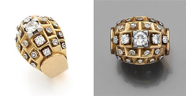 RENé BOIVIN Année 1938 Bague dôme en or jaune uni, à décor géométrique, ornée de diamants taillés en rose sur platine dans des pyram...