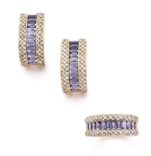 POIRAY Demi-parure en or jaune, comprenant une bague ornée d'une ligne de tanzanites baguette entre deux lignes de pavage de diamant...