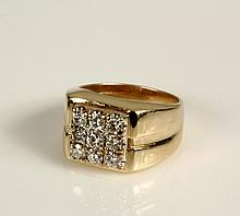 LADY'S RING - 14K Yellow Gold and Diamond
