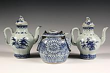 PAIR AND SINGLE SCARCE CHINESE PORCELAIN TEAPOTS - Early 19th c