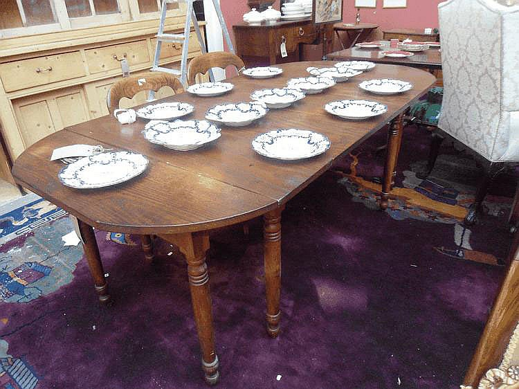 A 19thC American Red Chestnut extending dining
