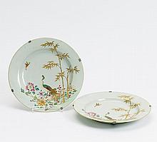 Zwei Teller mit Pfauendekor