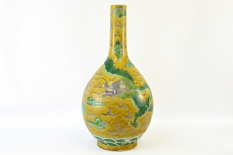 A Chinese Dragon Vase, Qing Dynasty
