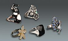 A GROUP OF FIVE RING WITH GEMSTONE