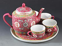 A SET OF COLORFUL PORCELAIN TEA POT