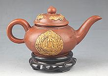 A FINELY HAND MADE YIXING ZISHA TEAPOT BY SHI DA BIN