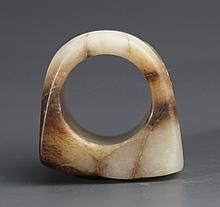 A WHITE JADE HORSE'S HOOF SHAPED RING