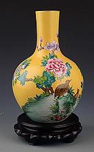 A FINELY PAINTED YELLOW COLOR PORCELAIN BOTTLE